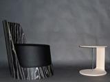 Poltrona e tavolino curvo in legno
