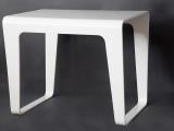 Tavolino curvo laccato bianco